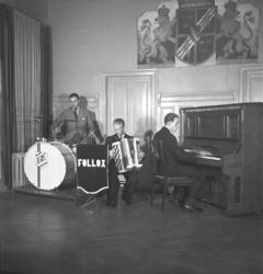 """Text till bilden: """"Gösta Ekberg. Follox. (Stads). 1945.10.27"""