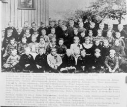 Skola i Grundsund år 1896, klass 1 - 2