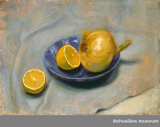 Citron och lök på fat