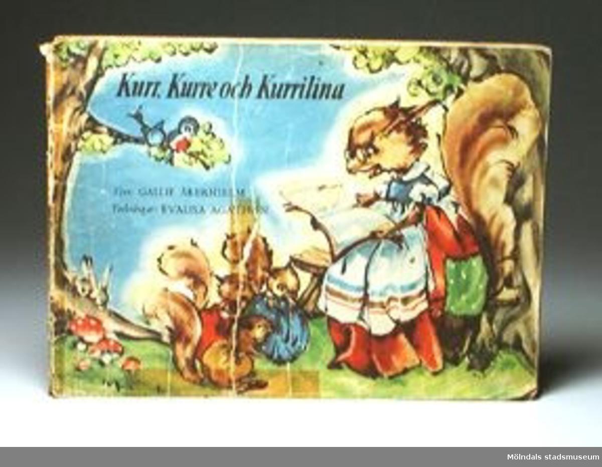 """""""Kurr, Kurre och Kurrilina"""". Text: Gallie Åkerhielm. Teckningar: Evalisa Agathon.Omslagssidan trasig och lagad med tejp."""
