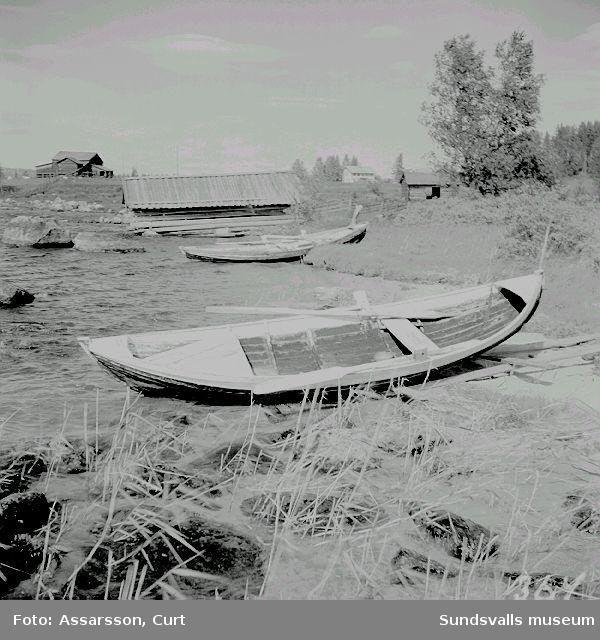 Båtar och båthus i Vikens by, Haverö.
