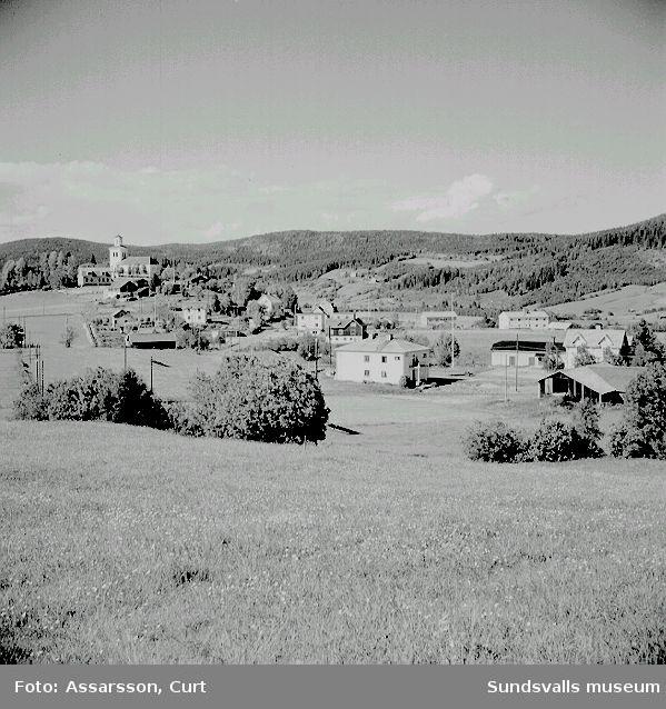 Vy från Mellberg mot kyrkbyn, Ljustorp.