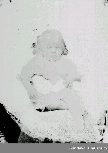 Porträtt. Baby. Friläggning med färg.