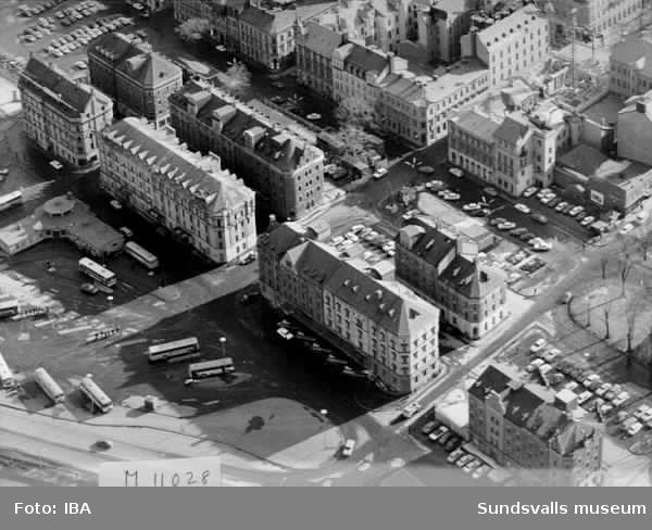 Magasinshusen i Sundsvall från NV 16/3 1972