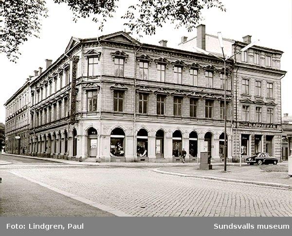 Sjögatan 12, Rosenbaums herrekipering. Huset intill (Sjögatan 13) revs i slutet av 1960-talet.