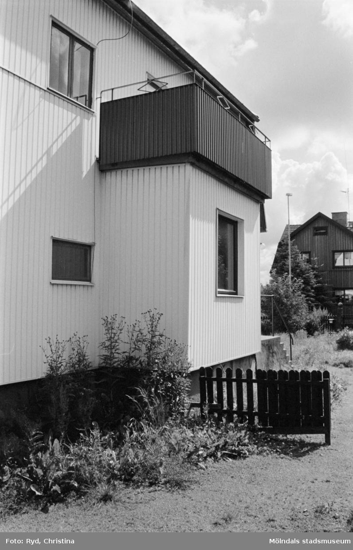 Ett hus i hörnet av Barnhemsgatan 32 och Storgatan 42, 1991.