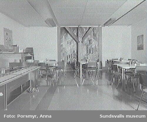 """Gunnel Odenmark - Lisa Carlsson """"I ljuset träder jag fram"""", matsalen i Stige skola."""