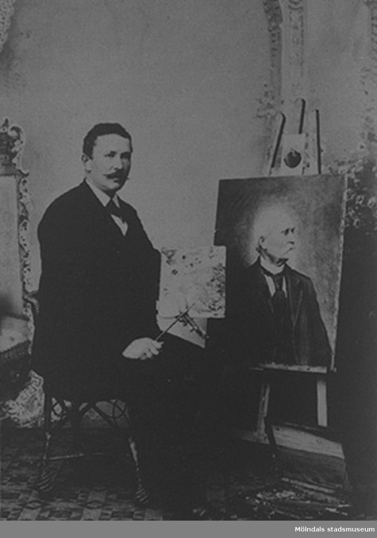 Anders THEODOR Lindbäck (född 1862, Gastorp 3). Han sitter vid ett staffli och målar på Valands konstskola 1892