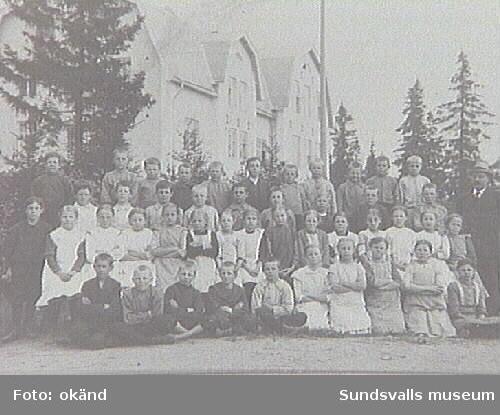 Alnö hembygdsförenings fotosamling. AL-2066.Hovids folkskola, klass 2b.