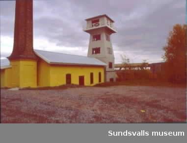 Svartviks industriminne. Smedjan, skorstenen, vattentornet, tåget och kägelbanan.
