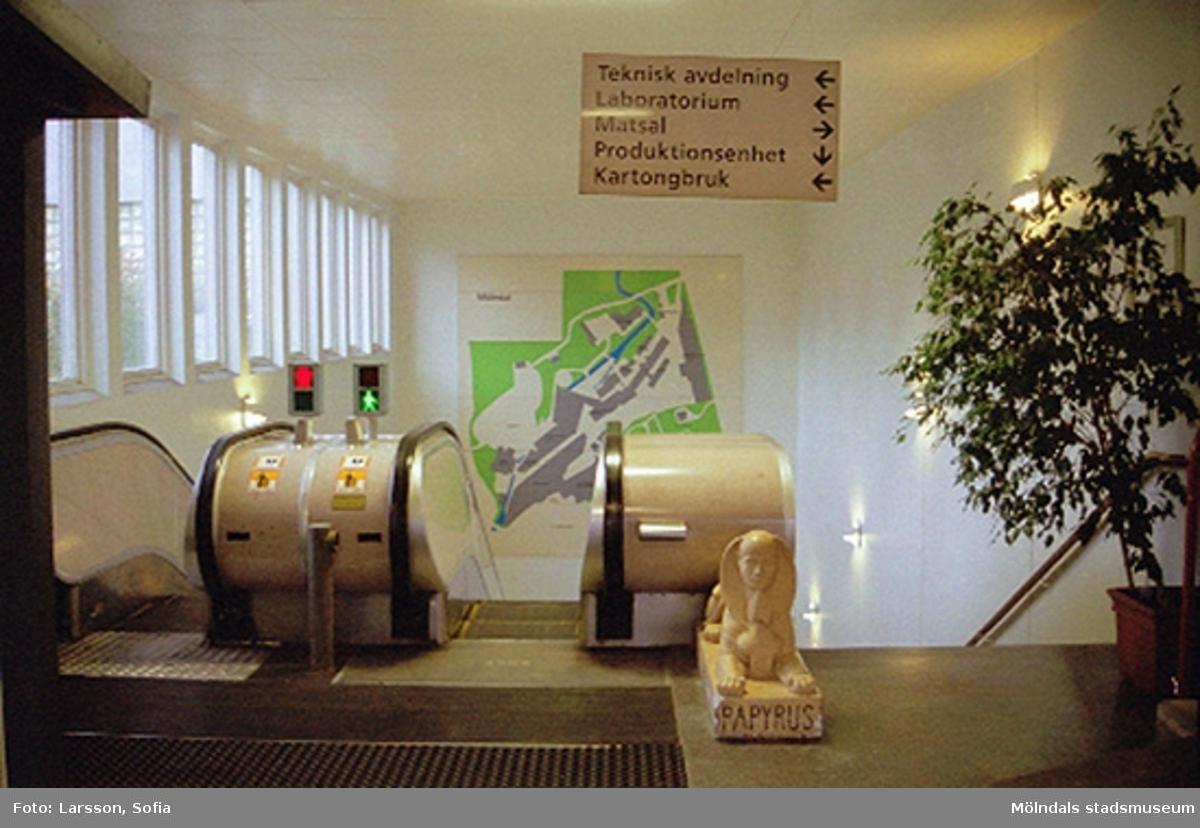 Rulltrappan (den första i Mölndal) i byggnad 6 på Papyrus. Papyrusinventering 2001-10-15.