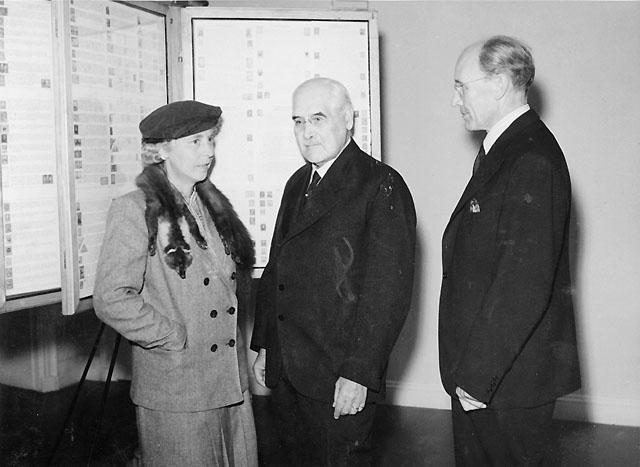 Fraån vänster: Fru Arsenius, marindirektör Arsenius och generaldirektör Örne.