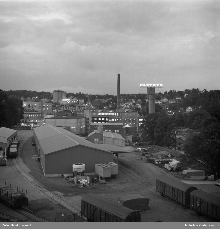 Vy över Papyrus fabriksområde på kvällen. Mölndal, 2/7 1970.
