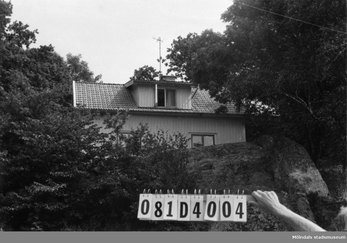 Byggnadsinventering i Lindome 1968. Greggered 4:2. Hus nr: 081D4004. Benämning: permanent bostad och ladugård. Kvalitet, bostadshus: god. Kvalitet, ladugård: mindre god. Material: trä. Tillfartsväg: framkomlig.