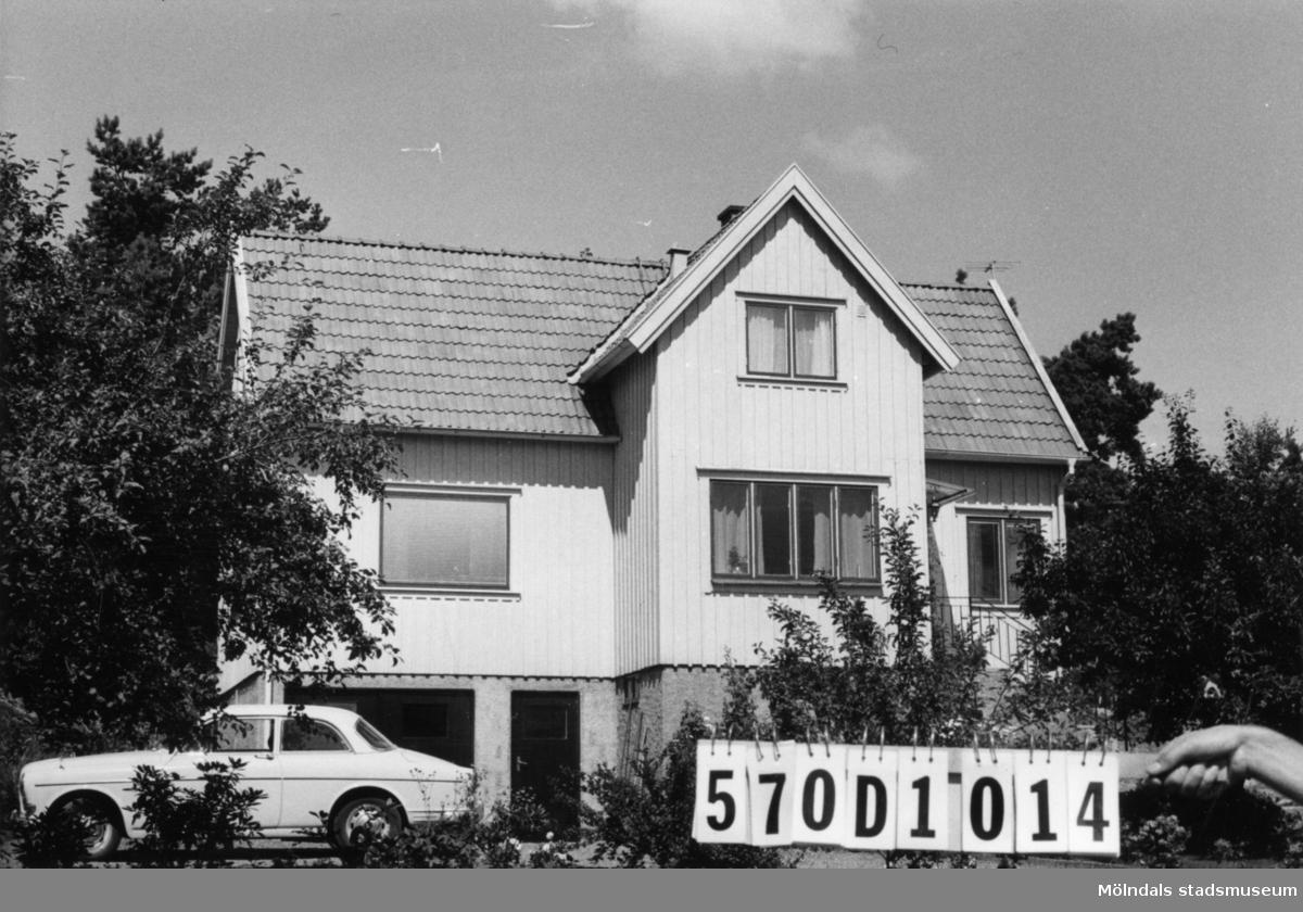 Byggnadsinventering i Lindome 1968. Annestorp 2:84. Hus nr: 570D1014. Benämning: permanent bostad och redskapsbod. Kvalitet: god. Material: trä. Tillfartsväg: framkomlig. Renhållning: soptömning.