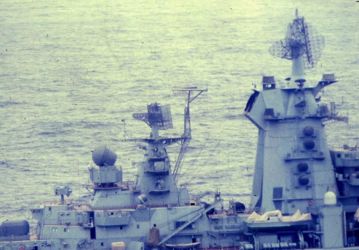Russisk fartøy av Kirov - klassen. Her sees en del av antenne- og kommunikasjons-parken.