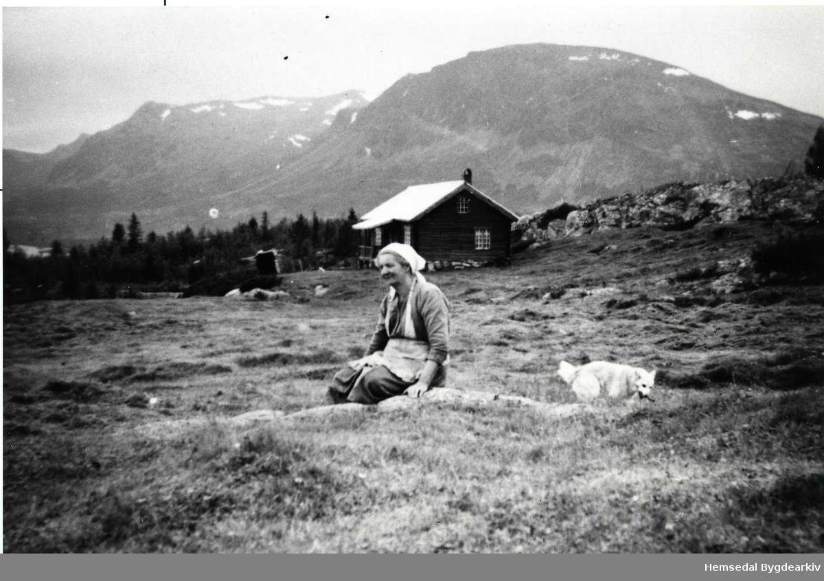 Kari Eikre på Pålhusvollen på Ålruststølane kring 1955.