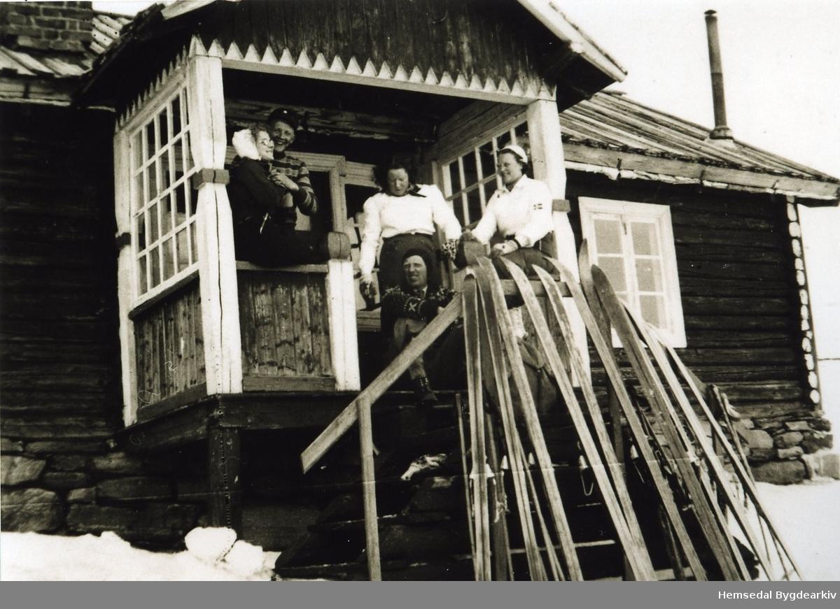 Frå venstre: Anne T. Kikrebøen, Odd Jordheim (usikkert), Gunvor K. Kirkebøen, Svein N. Jordheim, Ukjend
