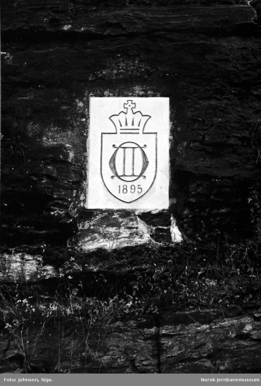 Kongemonogram for Oscar II ved Brevik stasjon