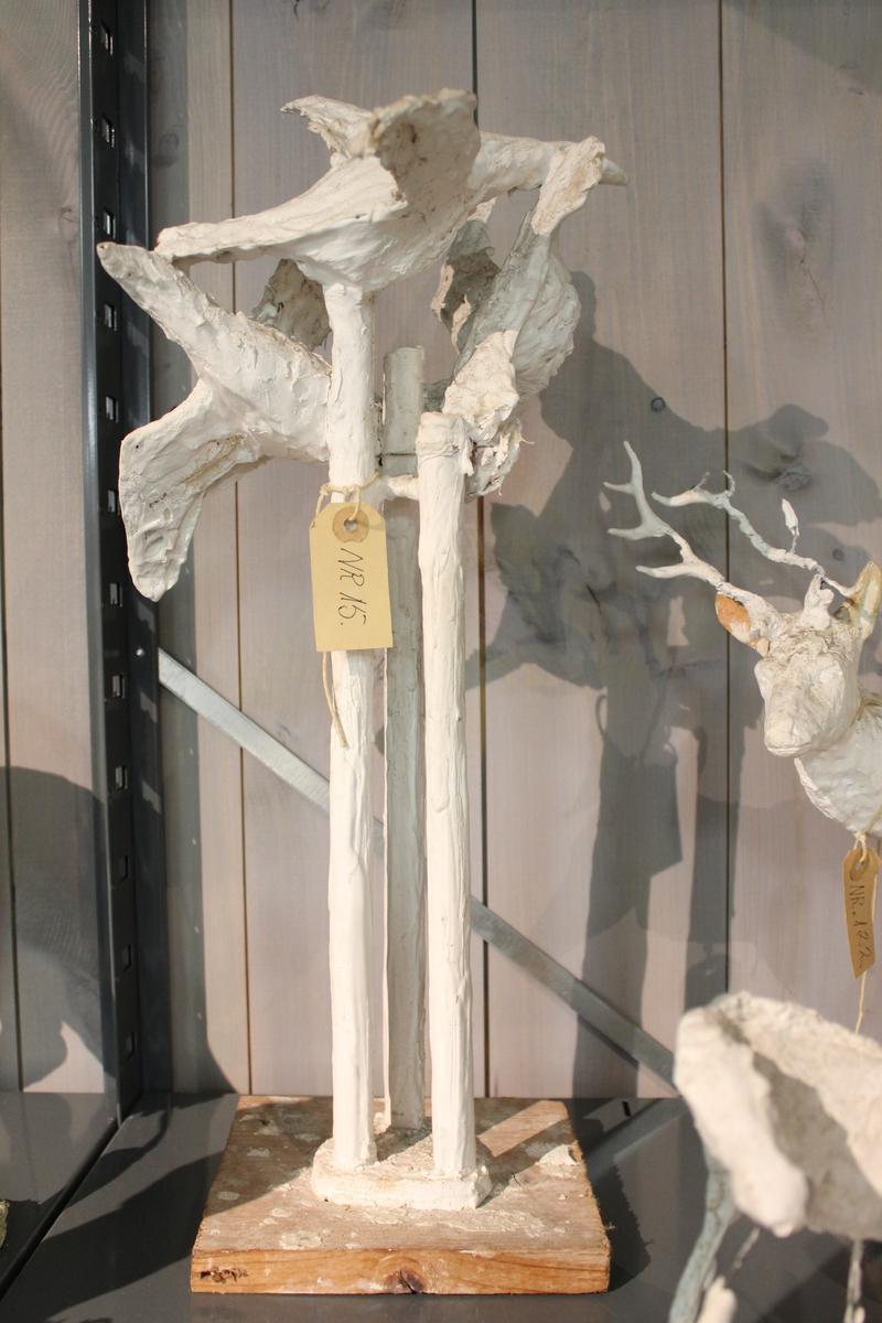 "Skulptur i gips. Tittel: ""FLUKT"" fra 1966. Første utkast til skulptur. Stømsø Dramen. Ferdig i 1968."