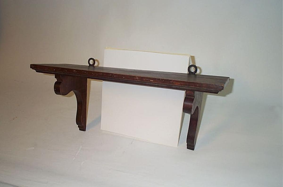 Form: Enkelhylle med to knektar