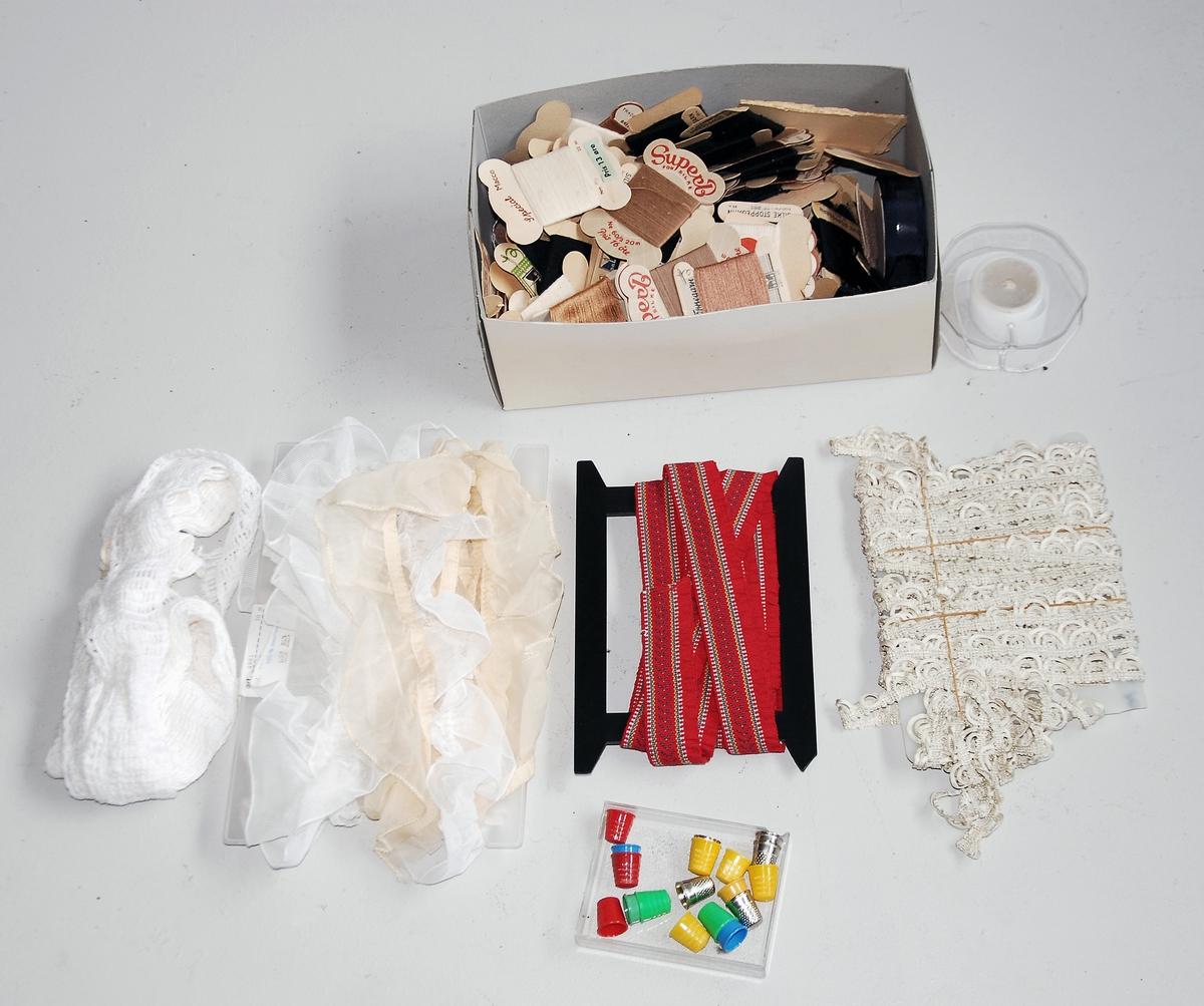 Ulike tekstilvarer: Broderi/stoppegarn. kantband fingerbjørg(17 stk)