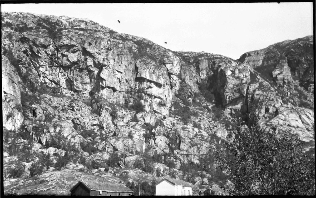 Landskap. Frå Helligvær i Nordland?
