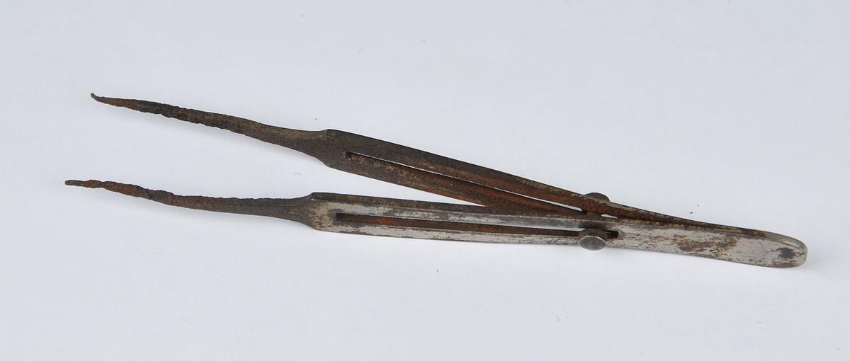 Pinsett med låsemekanisme, bruka i sylvsmedverkstad
