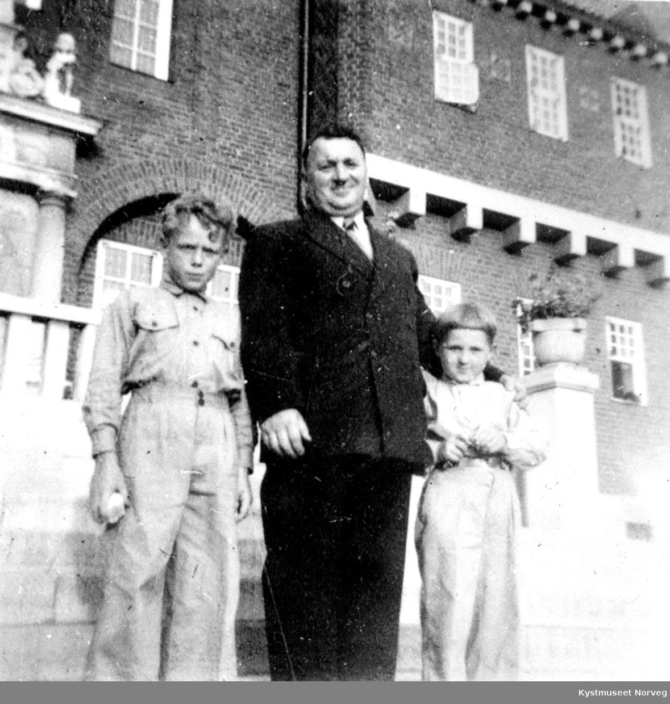 Harald, Hjalmar og Reidar, far med sønner på tur