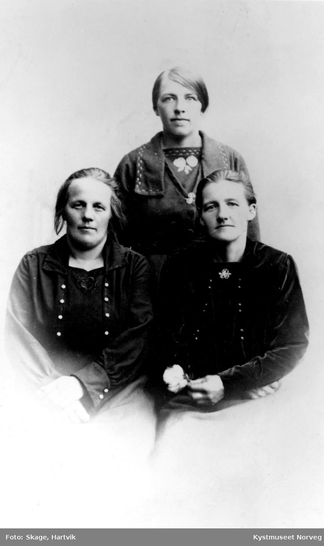 Oline Bøe, Petrine og Berntine Larsen