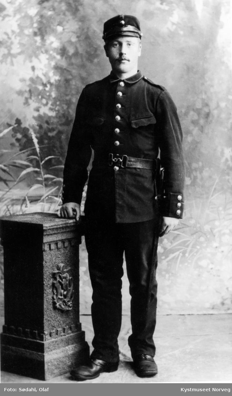 Nils Lauvskog i uniform