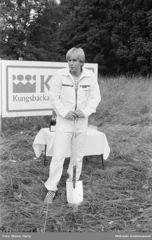 Seth's Antenn & TV Service AB bygger nytt i Lindome, år 1984.  För mer information om bilden se under tilläggsinformation.