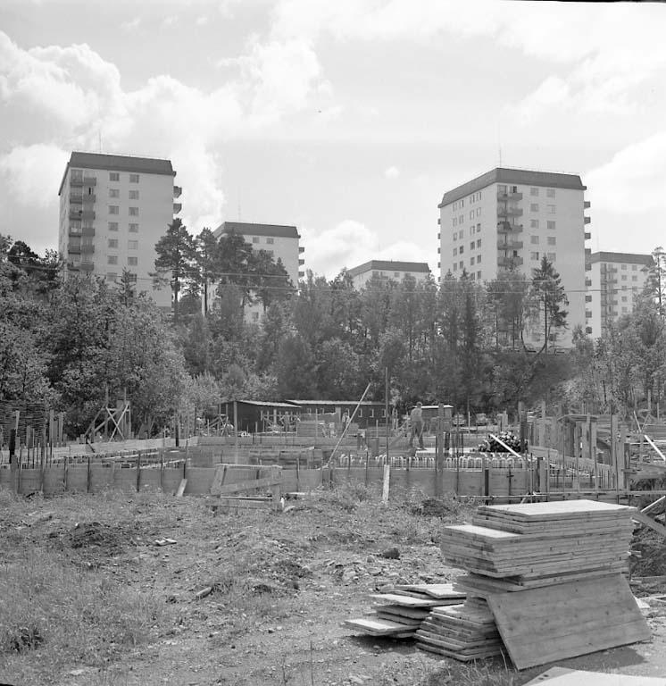 Bygget av höghuset på Sunnanvindsvägen 10