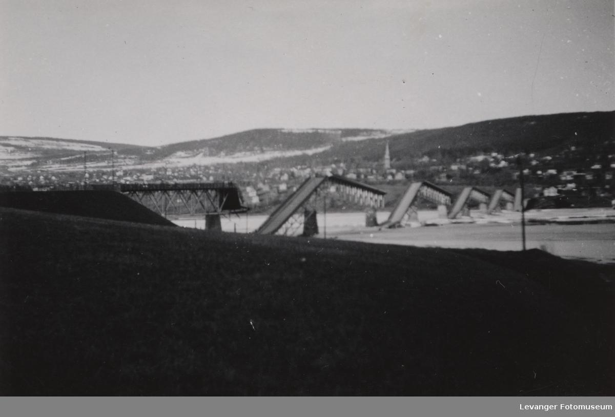 Vignesbrua i Lillehammer, sprengt av Norske soldater i 1940 for å hindre tyske styrker.
