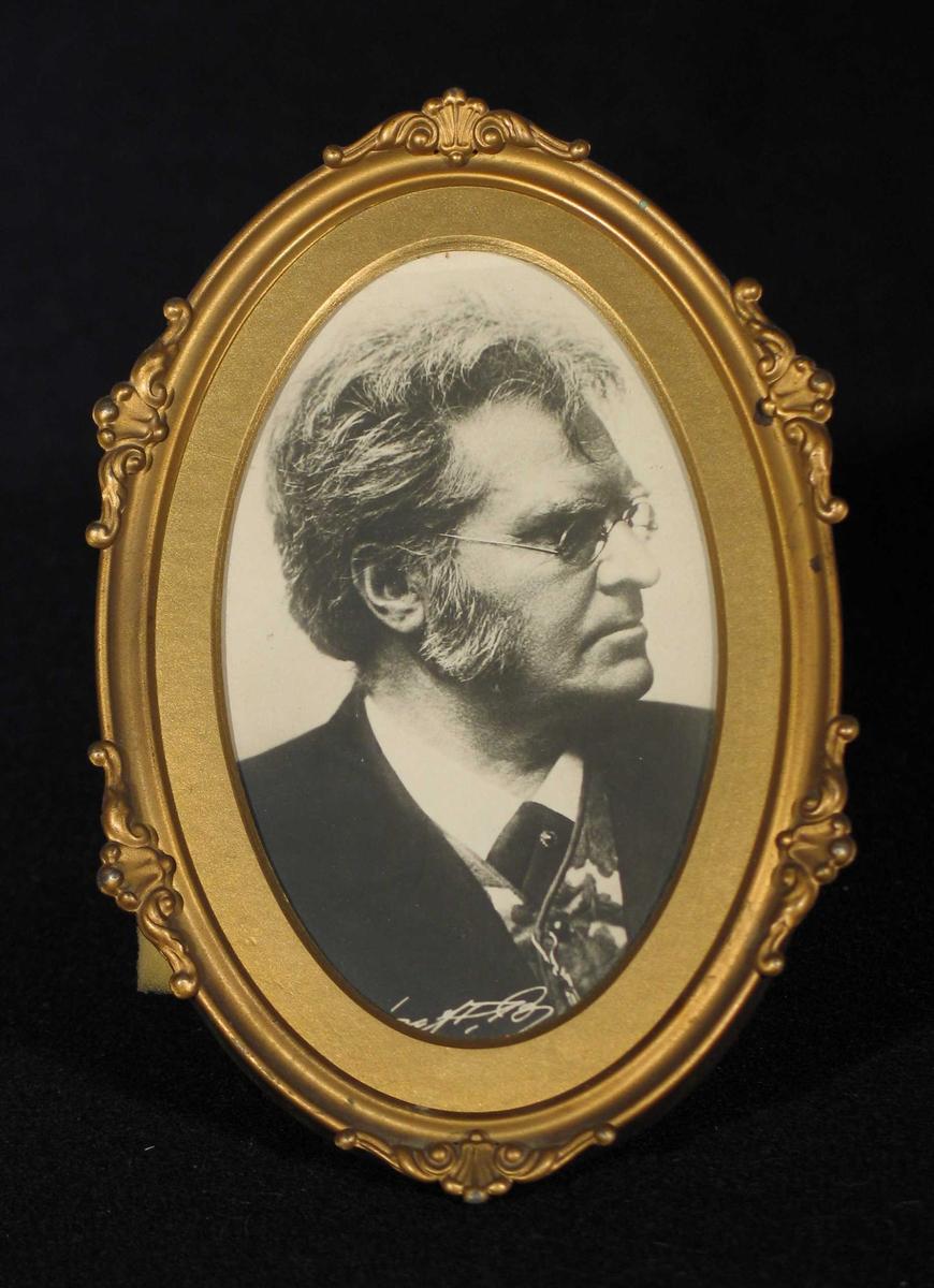 Portrett av BB i profil.