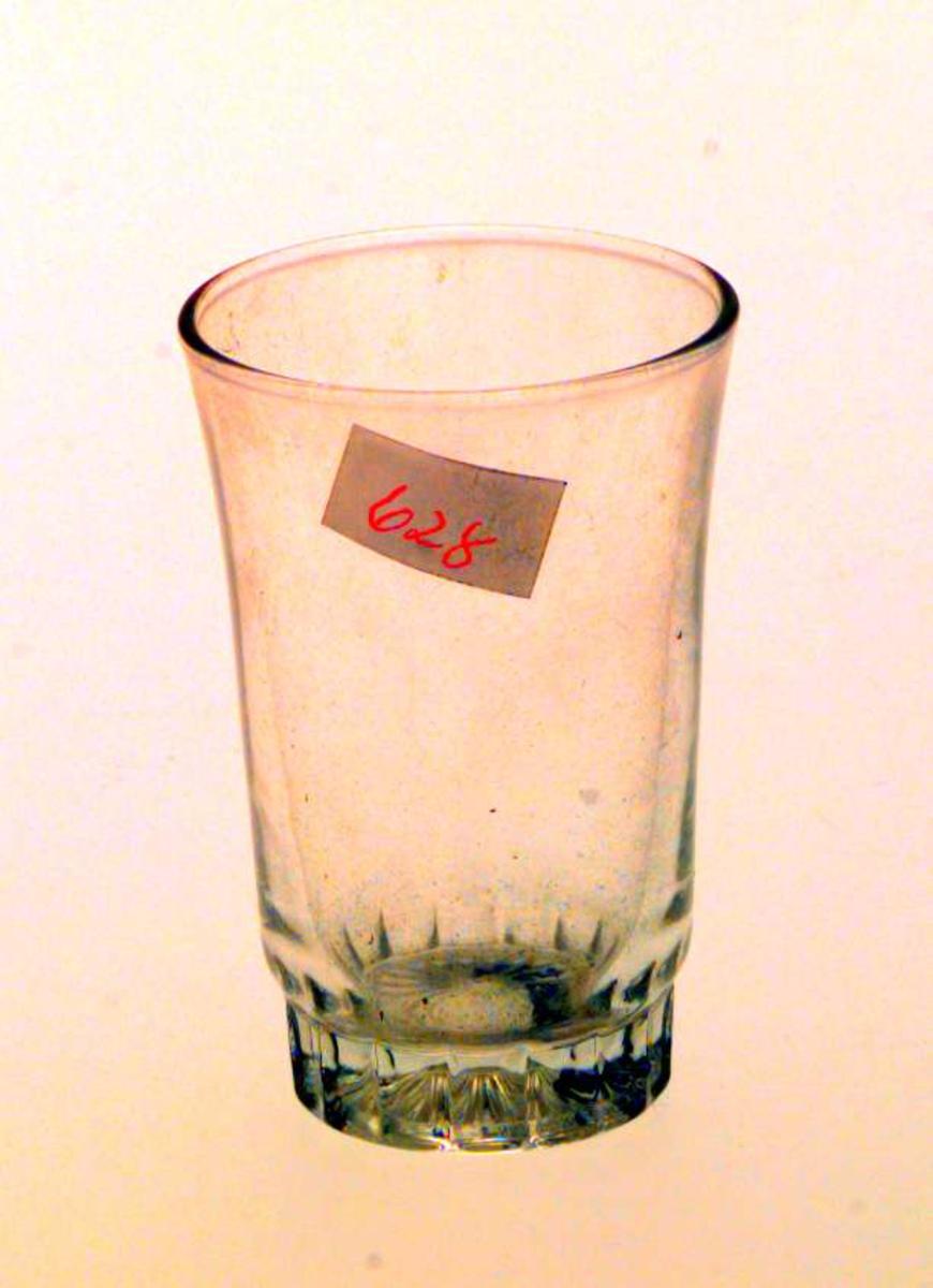 Konisk formet drammeglass.