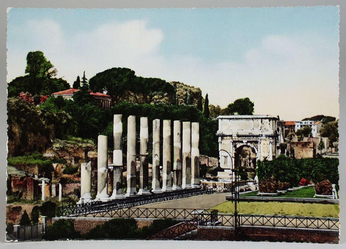 12 sort/hvite og 1 fargelagt postkort fra Roma i et beige omslag.