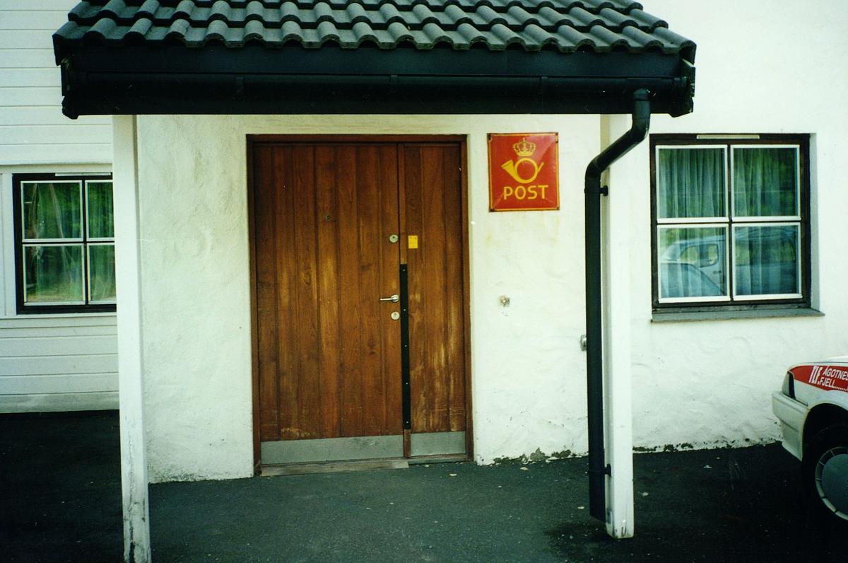 eksteriør, postkontor, 5212 Søfteland, inngang baksiden, postskilt