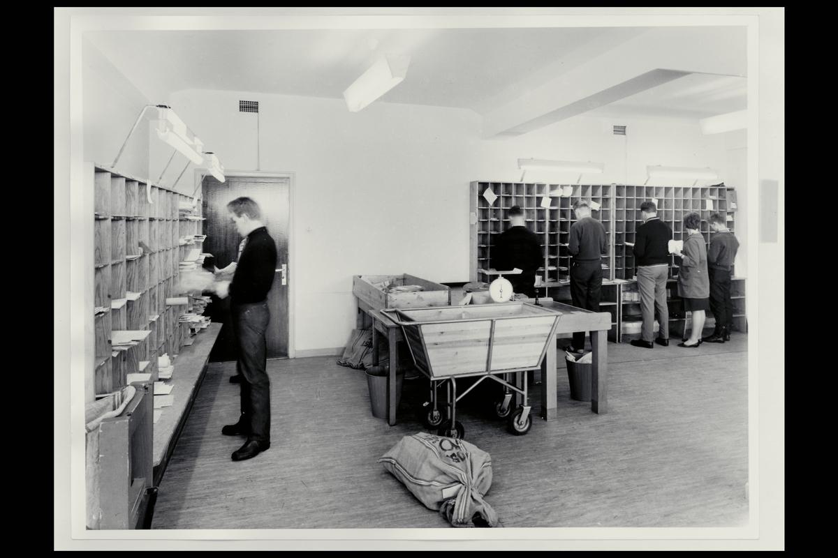 postkontor Bodø 8000, interiør, personale, postsekker, sortering, posttralle, vekt, budrom