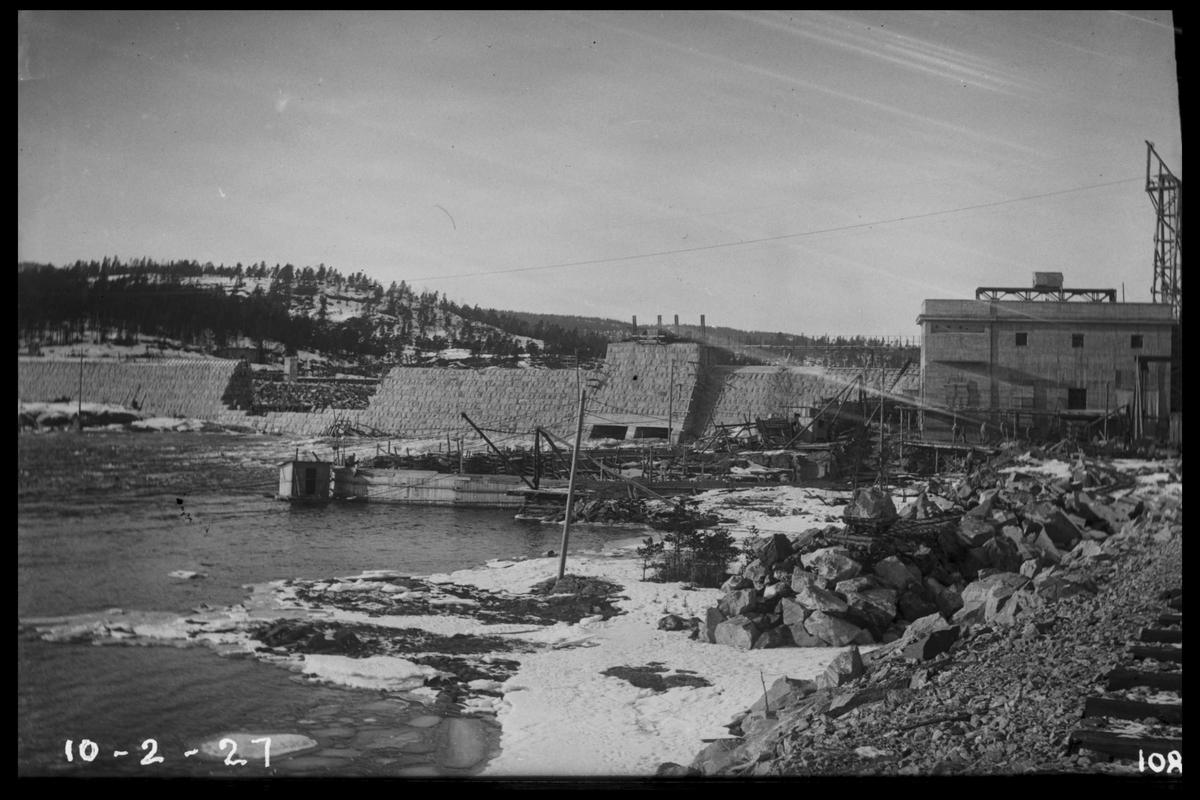 Arendal Fossekompani i begynnelsen av 1900-tallet CD merket 0468, Bilde: 37 Sted: Flaten Beskrivelse: Oversikt fra jernbanen. Dam, kraftstasjonsbygning og taubanemast