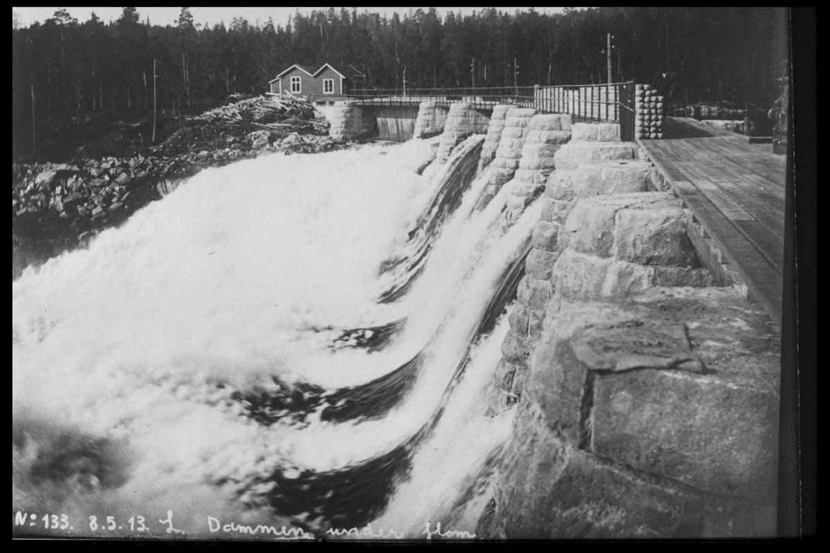 Arendal Fossekompani i begynnelsen av 1900-tallet CD merket 0565, Bilde: 5 Sted: Haugsjå Beskrivelse: Flom