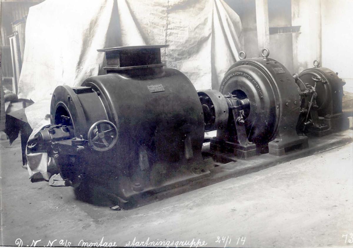 """""""24/01-1914"""" Nitriden. Montasje av startningsgruppe i omformerstasjonen."""