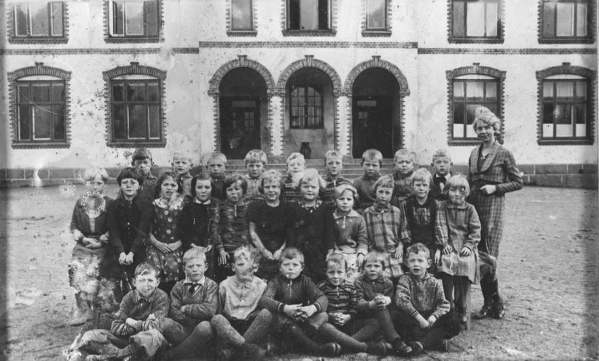 Skolebilde, Kontra skole. 1. klasse.
