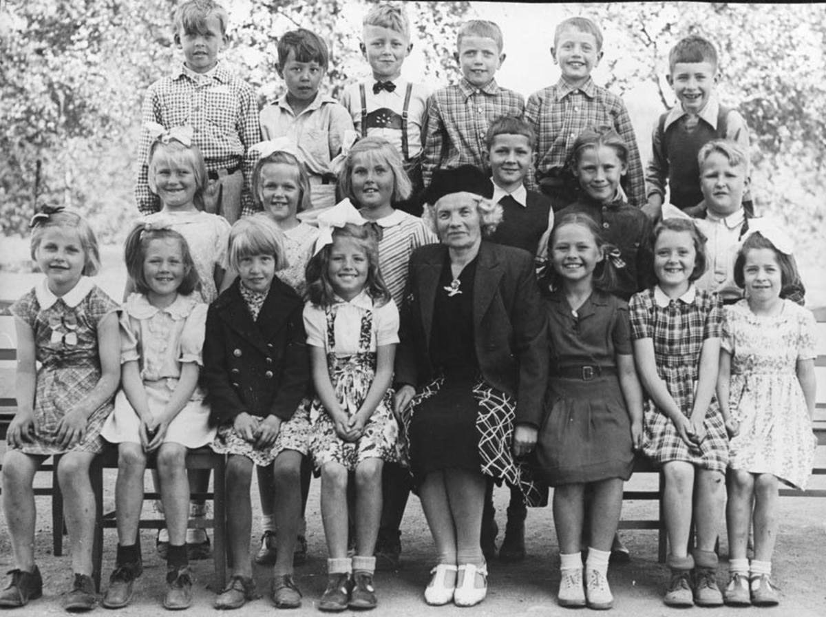 Første klasse på Kontra skole 1945 - 1946.