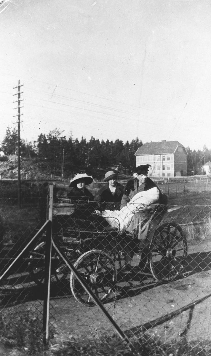 Dåpsferd med hest og vogn.