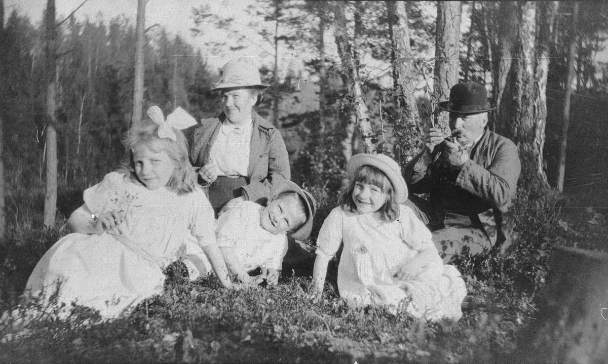 Familien Jansen på søndagstur ved Kolbotntjernet