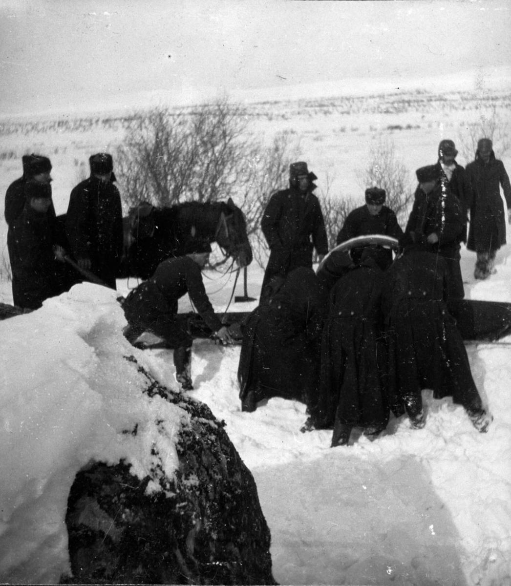 Militær vinterøvelse. Militære, arbeid, leir.