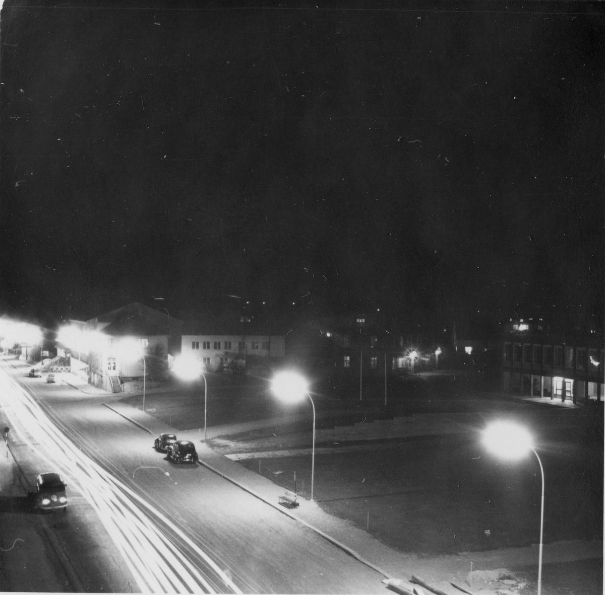 Belysning av Strømsveien, tatt fra samfunnsbygningen. 10. september 1959.