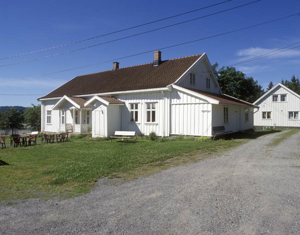 Skårer gård, våningshus og kårbolig, hvitmalt