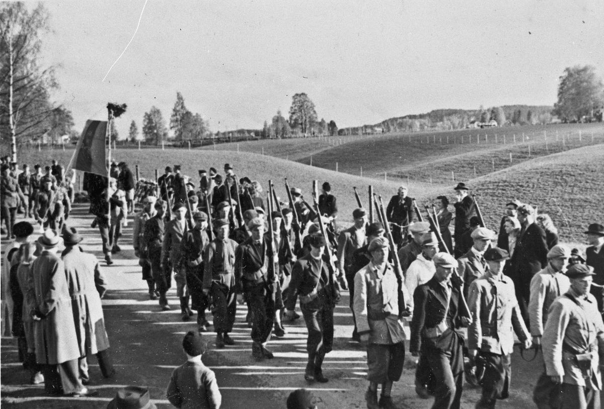 Parade ved Riksbygningen 7. juni 1945.